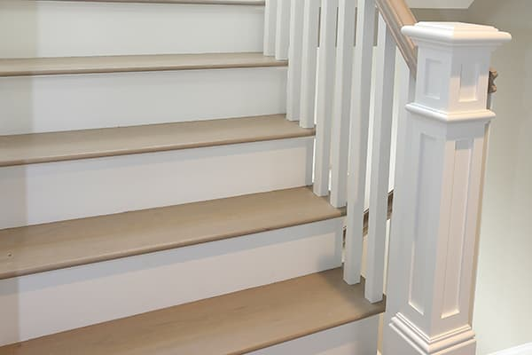 Fogg Bullnose Tread with Right Return